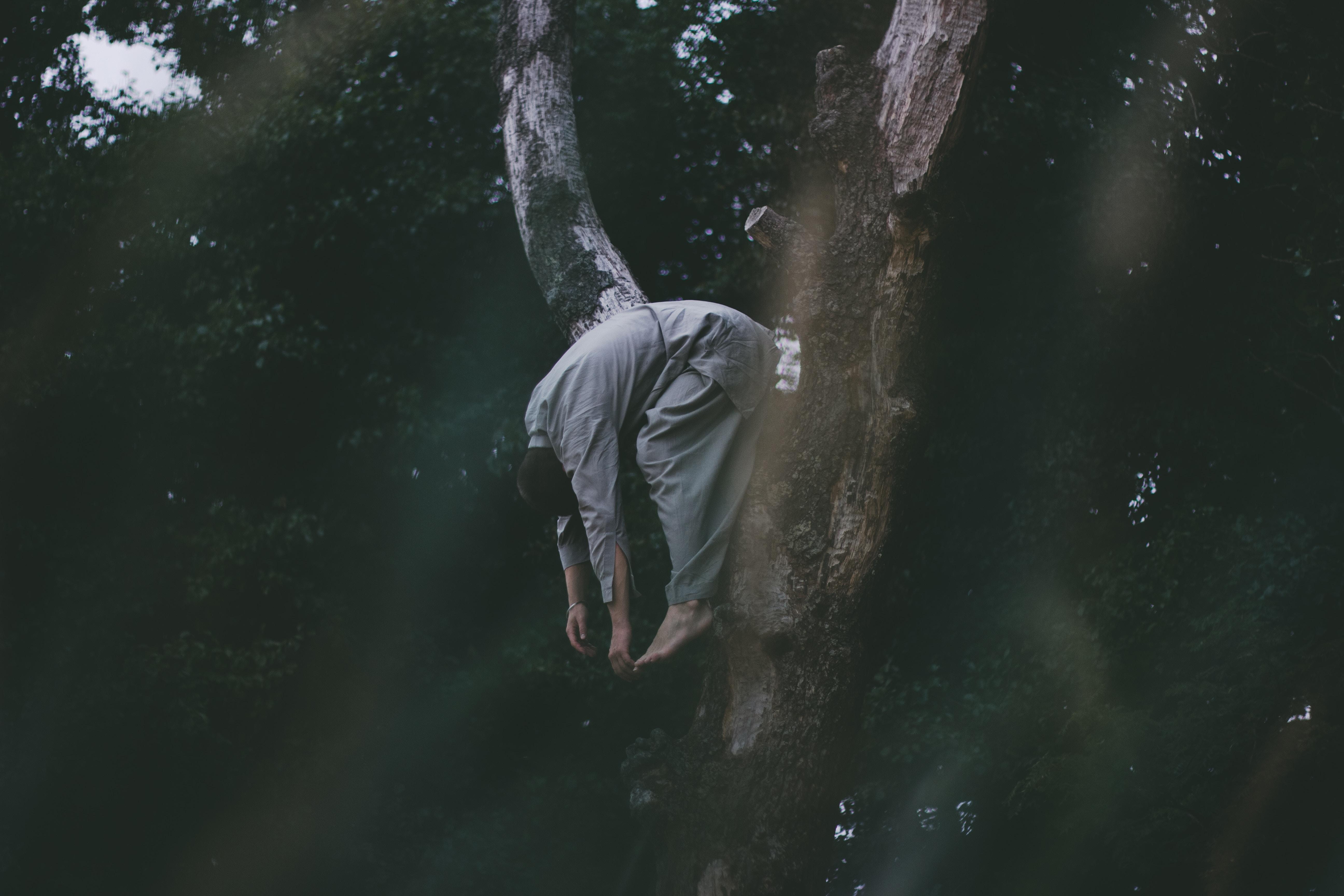 タロット占い吊るされた男正位置・逆位置で恋愛、復縁、片思い・浮気・出会いはどうなる?