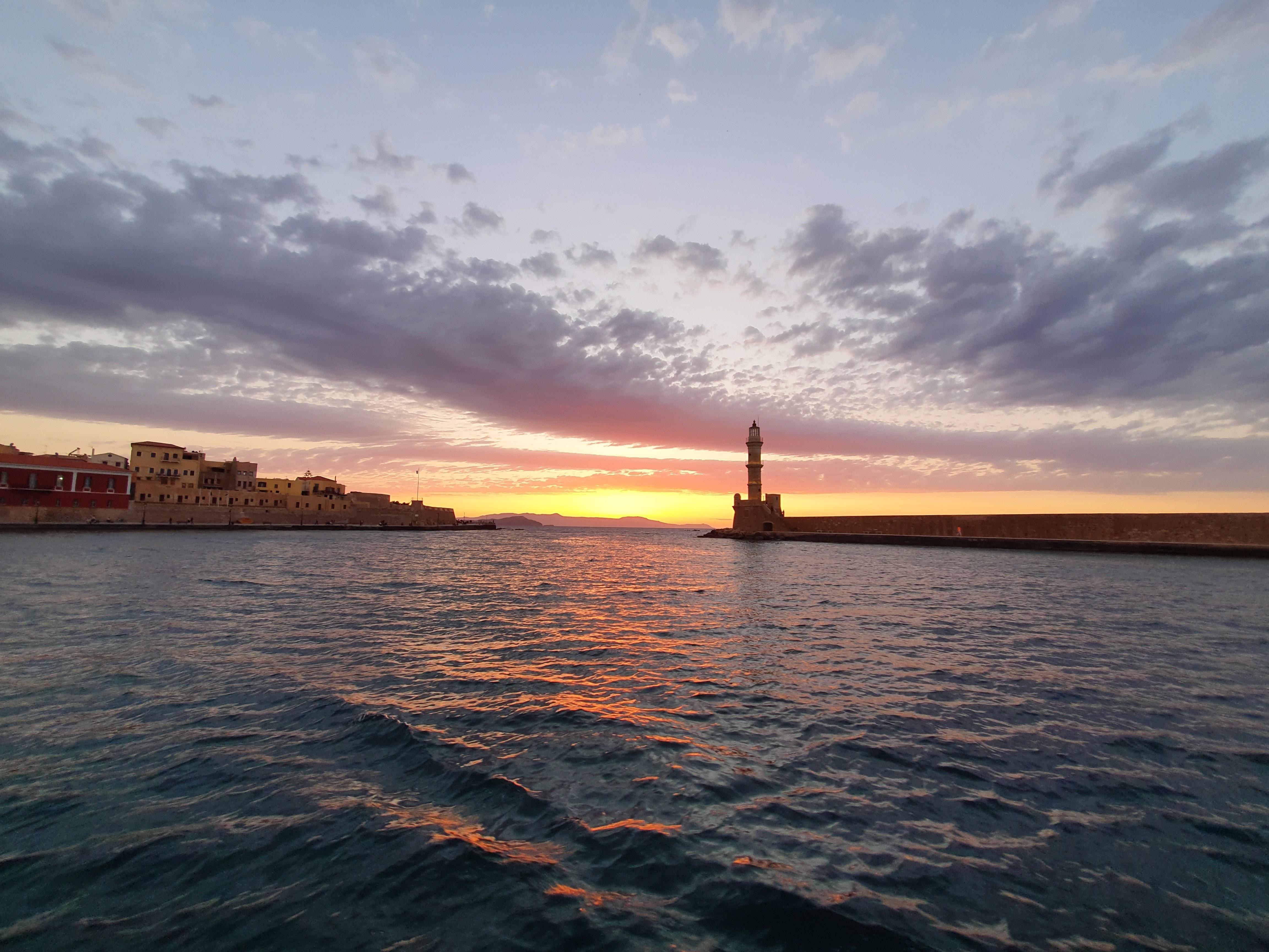 【夢占い】ボートに乗った夢は何のサイン?ボートの夢の意味を調査