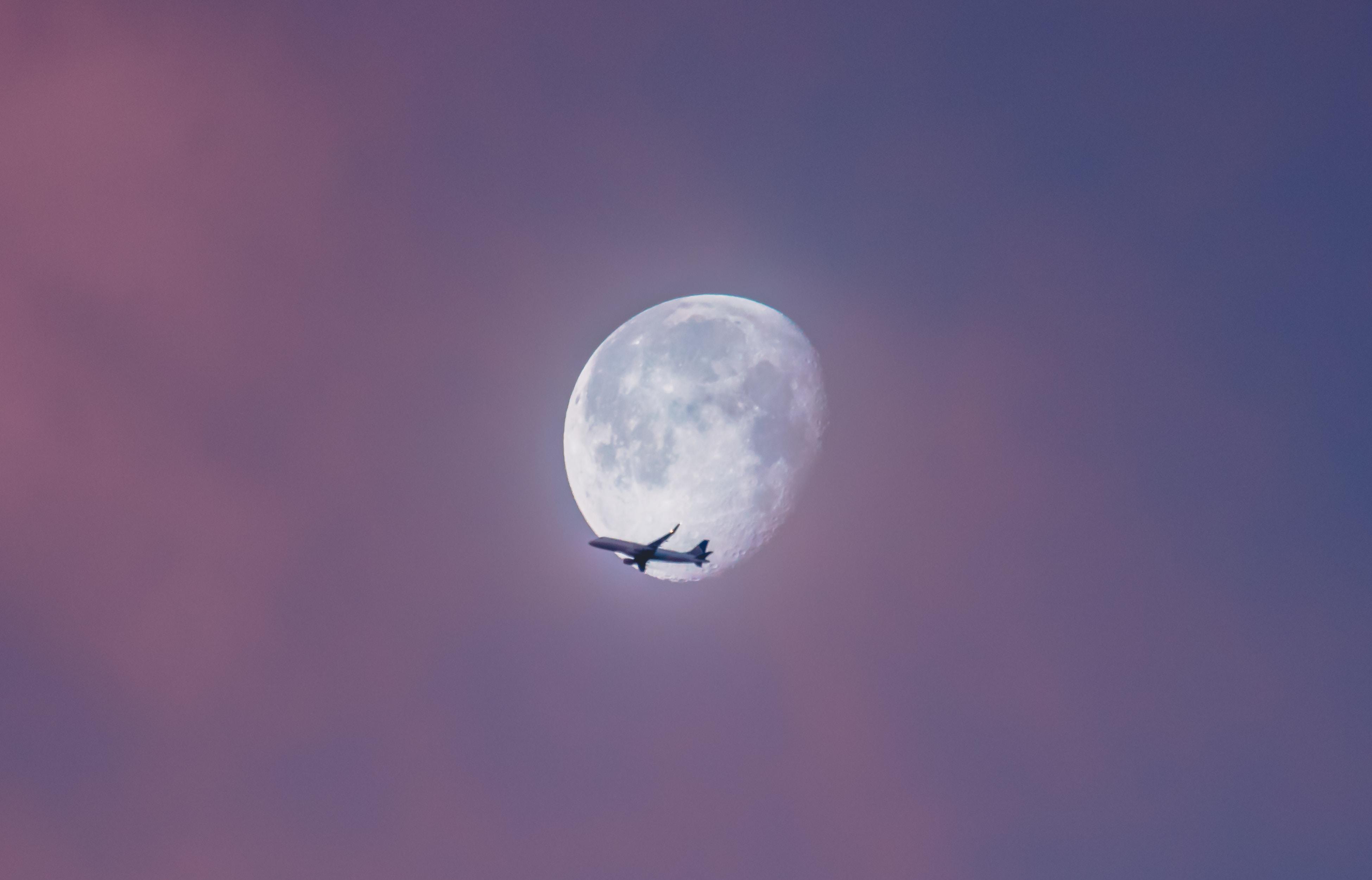 【夢占い】月に行く夢は何のサイン?月の夢の意味を調査