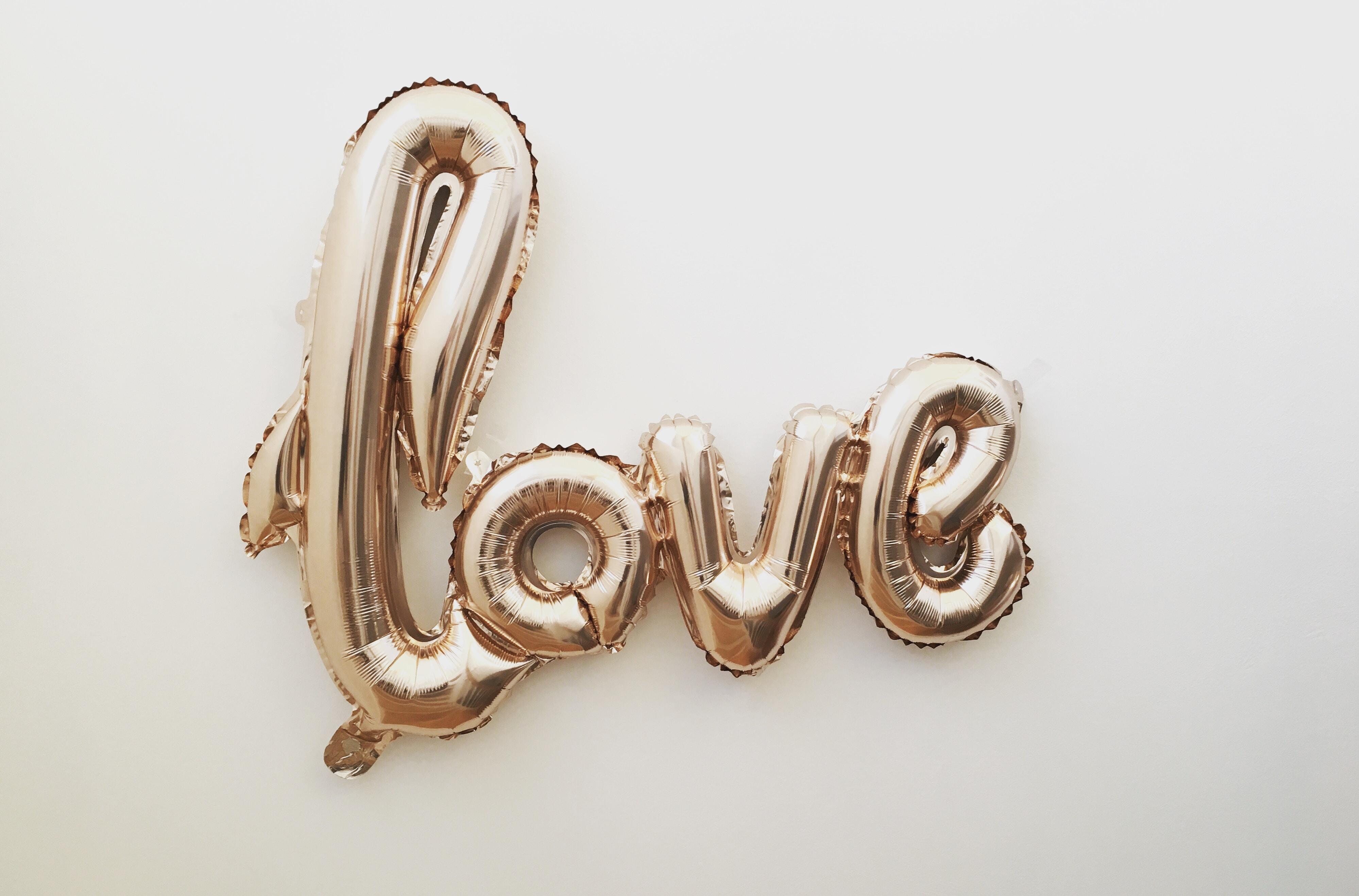 ピンクオパールが持つ意味は?パワーストーンとしての効果一覧 恋愛やお守り効果について