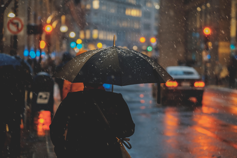 【夢占い】雨の夢は何のサイン?雨の夢の意味を調査