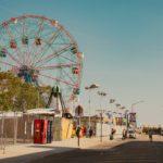 遊園地に行く夢は何のサイン?遊園地に行く夢の意味を解説