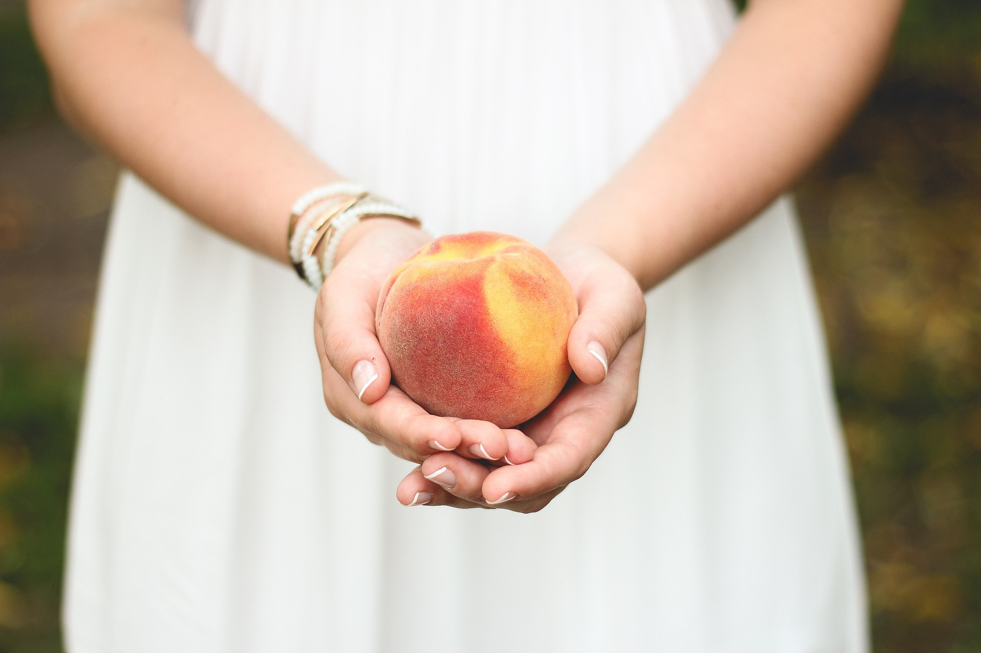 夢占いで桃が意味するサインは?桃が夢に出てきた夢の意味を