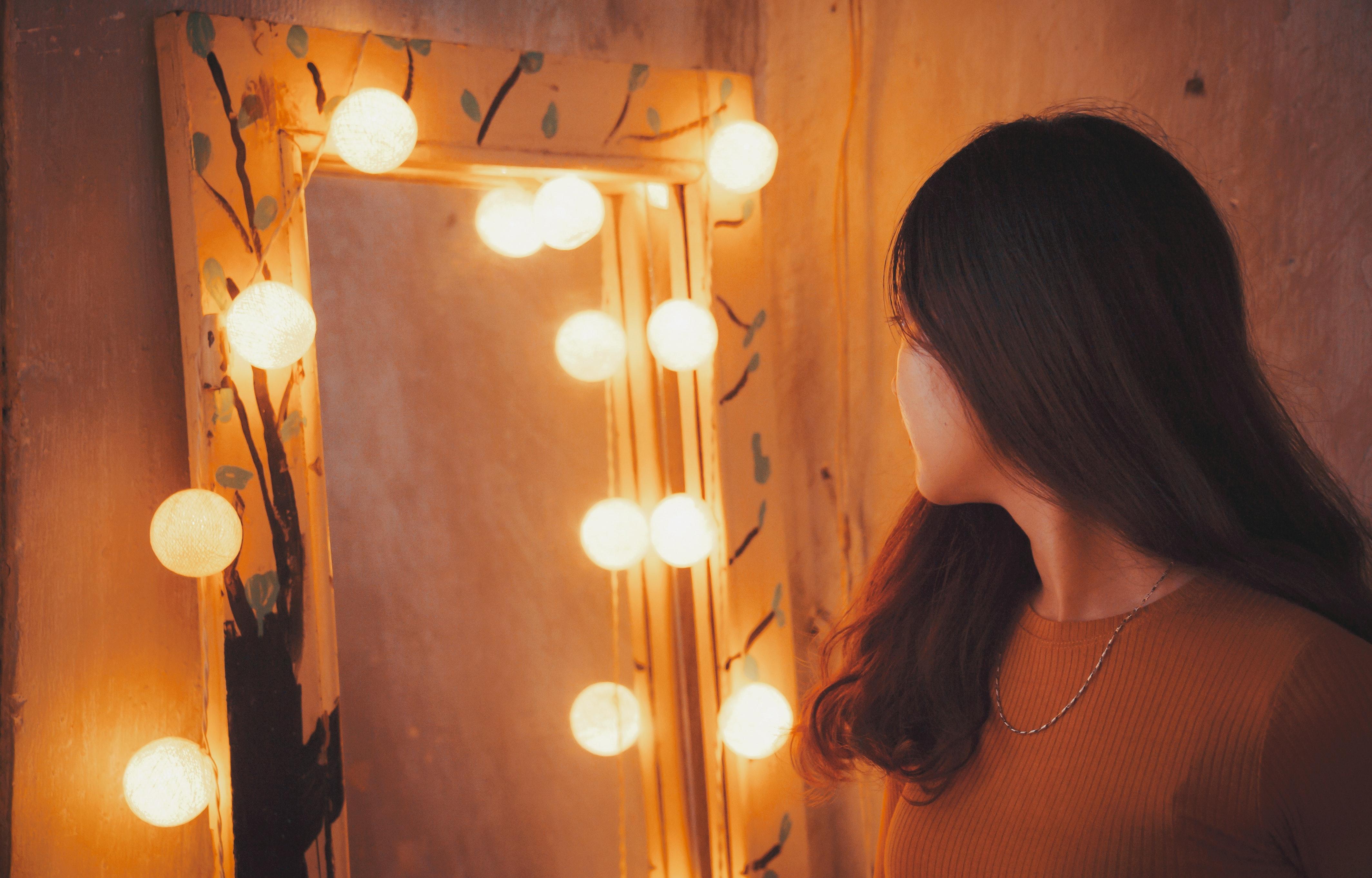 風水で玄関に鏡を置くときの注意点は?風水から見た鏡の置き方やポイントを解説
