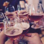【夢占い】お酒を飲む夢は何のサイン?お酒の夢の意味を解説