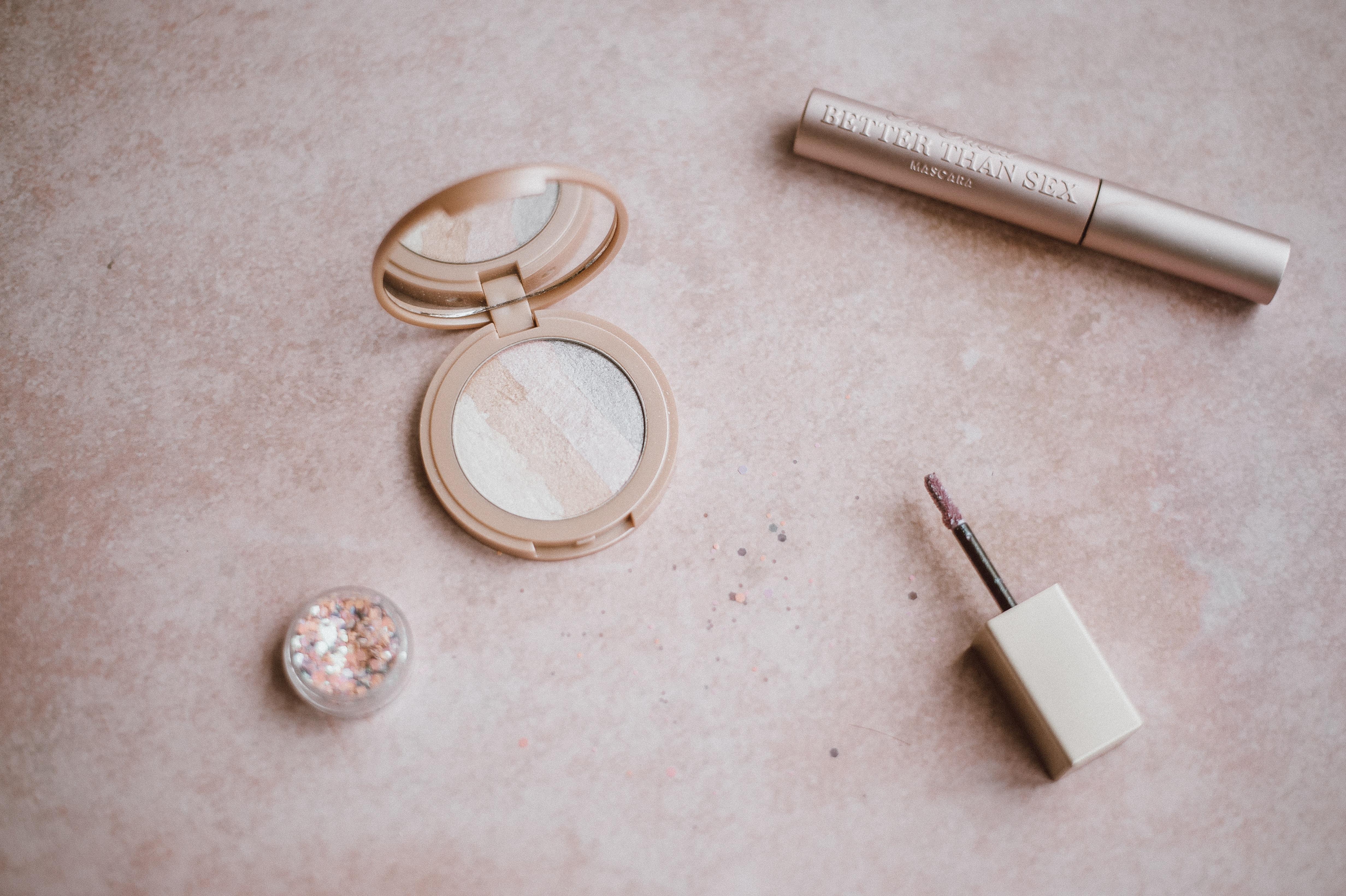 【夢占い】化粧の夢は何のサイン?化粧の夢の意味を解説