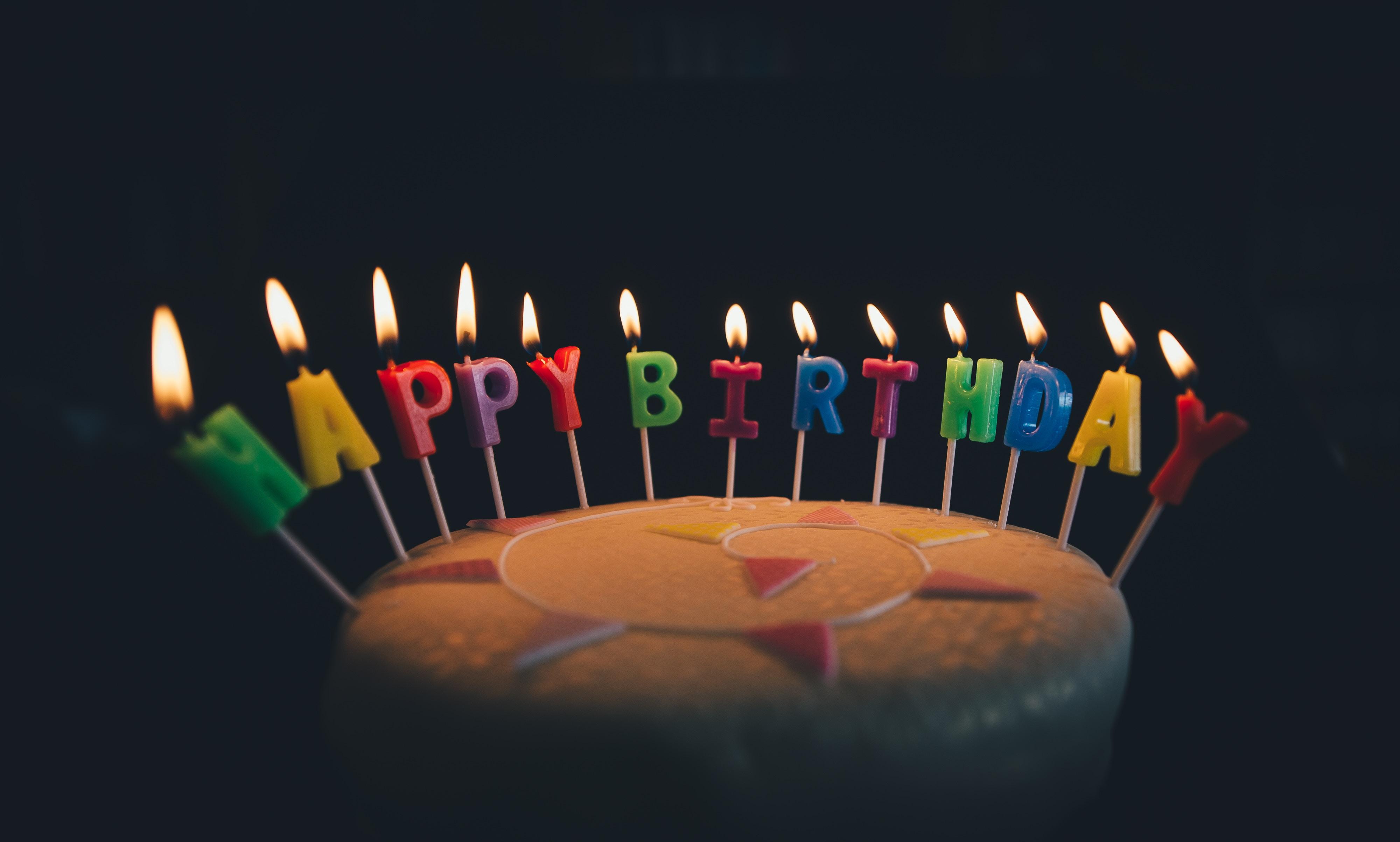 【夢占い】誕生日の夢は何のサイン?誕生日の夢の意味を解説