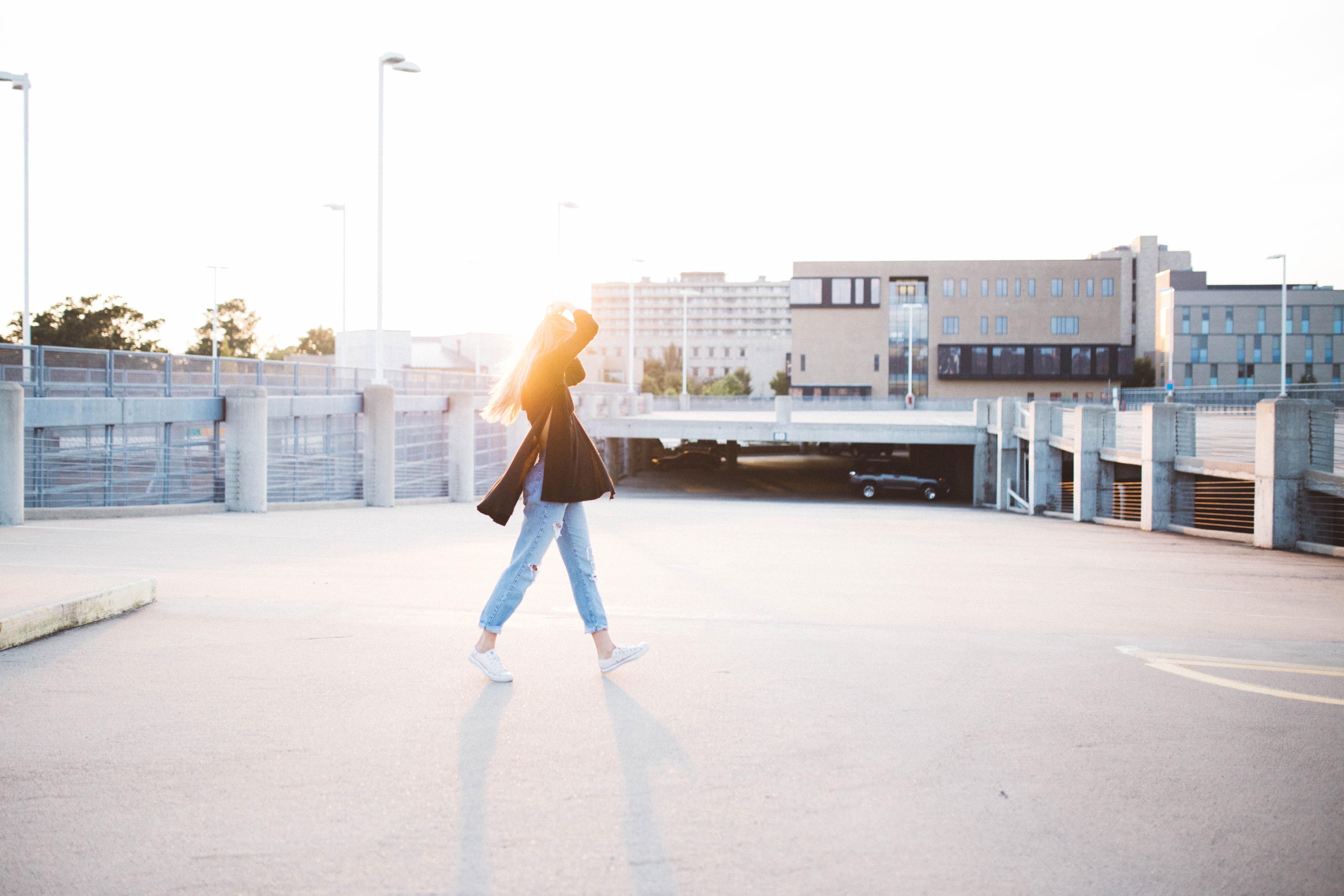 [夢占い]歩く夢は何のサイン?歩く夢の意味を解説