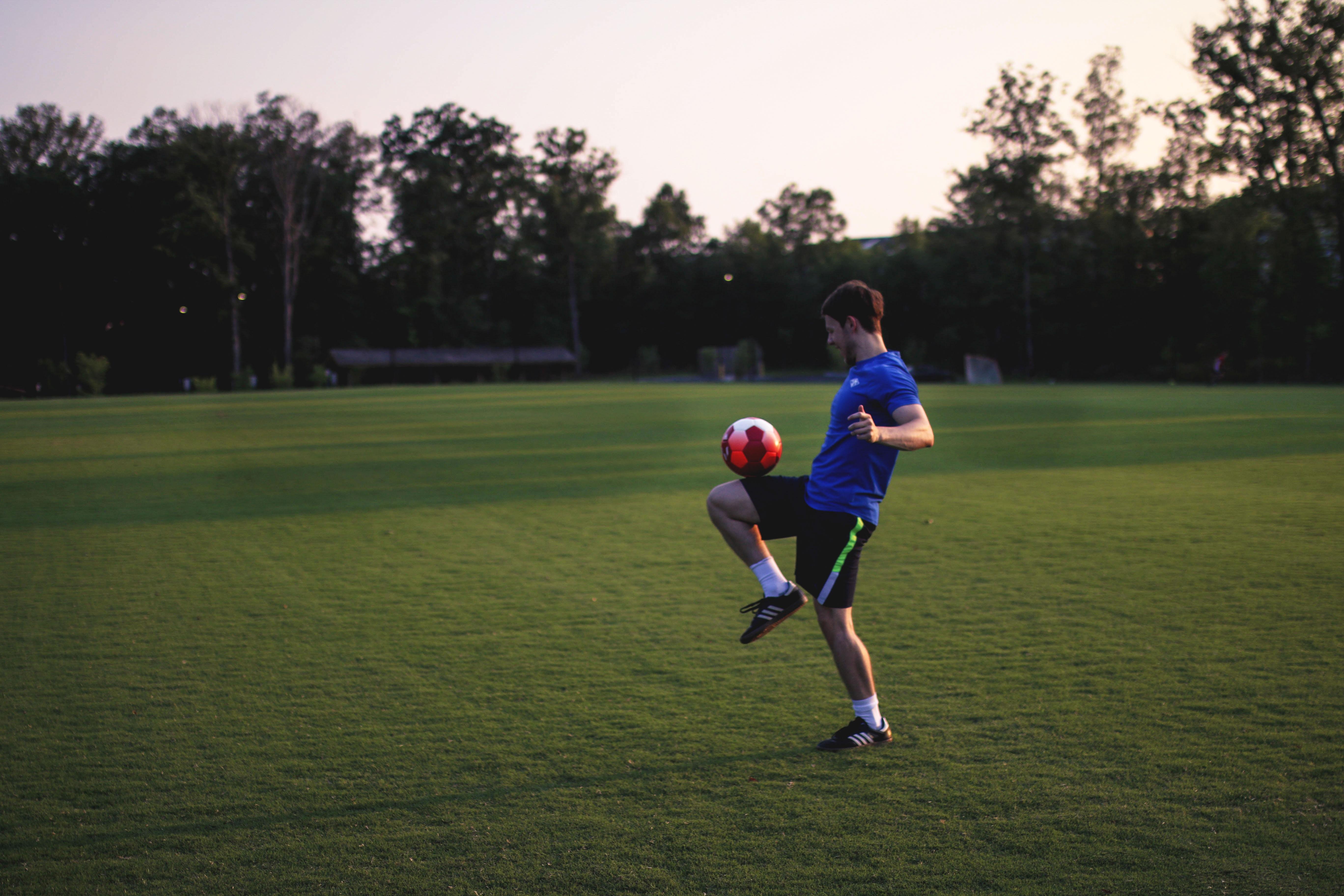 【夢占い】サッカーの夢は何のサイン?サッカーの夢の意味を解説